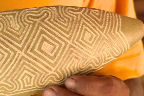La gravure sur calebasse à Awala-Yalimapo