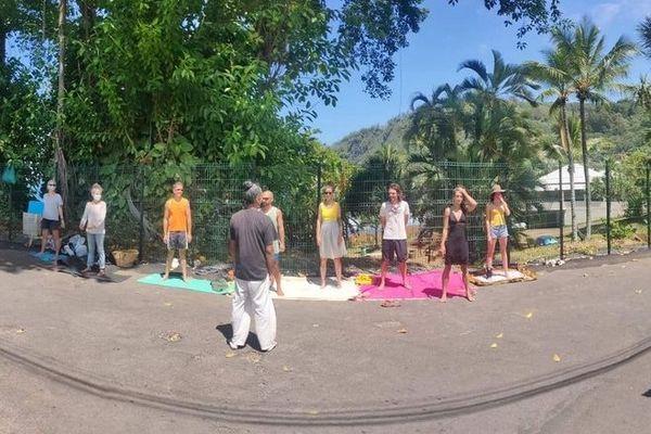 Jardins de manapany séances de yoga manifestants 111020