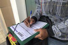 Certains Calédoniens remplissent leur déclaration de revenus au dernier moment à la direction des services fiscaux