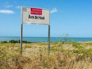Koné plage de Foué. Baignade interdite