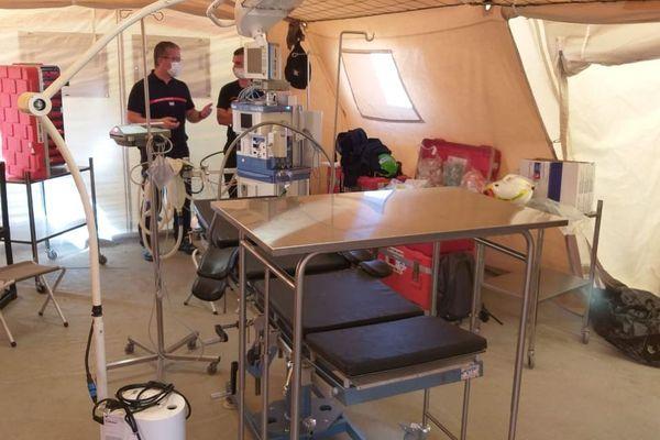 Un bloc opératoire de l'hôpital de campagne