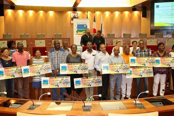 Chèque de 5000€ pour les clubs cyclistes de Guyane