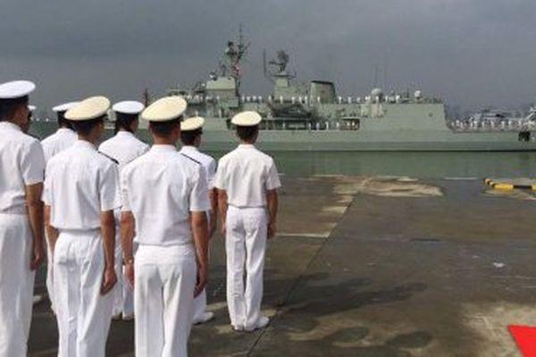 Des marins chinois attendant leurs homologues australiens dans le port de Zhanjiang, dans la province de Guangdong.