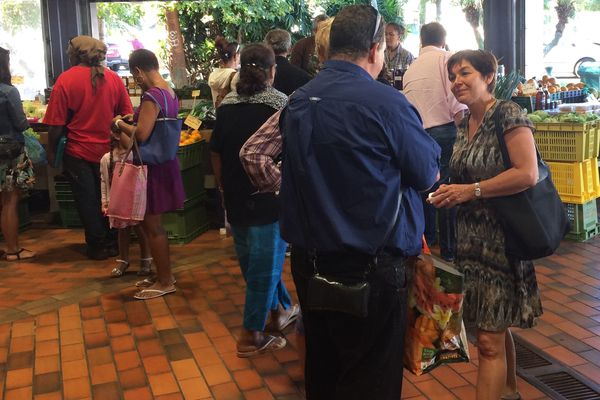 Annick Girardin ministre Outre-mer 6e jour visite marché municipal Nouméa (29 juillet 2017)