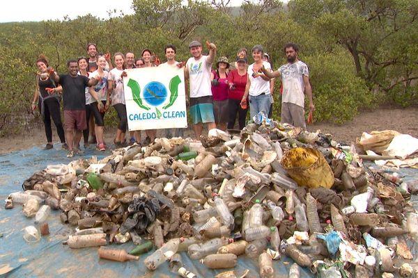 Nettoyage de la mangrove à N'Dé
