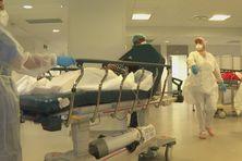 Infirmières et malades au CHUM.