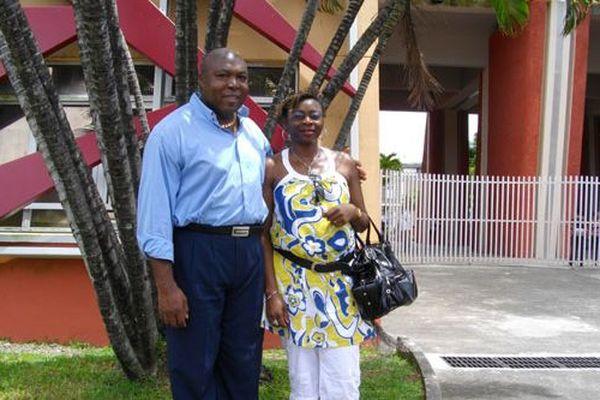 Nsame Nfon'a Mouyenga et son épouse, en partance pour l'université de la Guyane