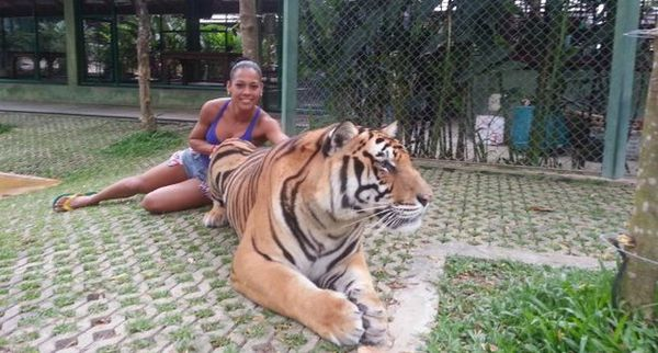 Samantha Jean-François avec un tigre