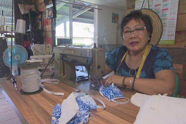 Couturière fabriquant des masques, Nouméa, mars 2020
