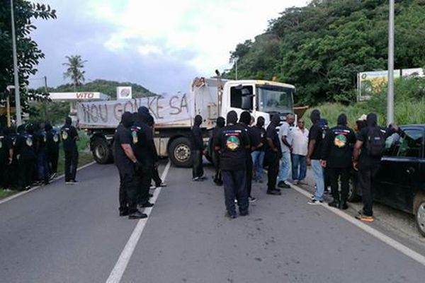Les 500 frères au carrefour Carapa à Kourou