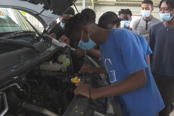 Un bus neuf pour l'atelier mécanique du lycée Tarcy