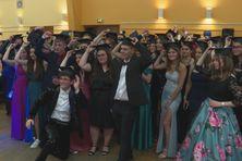 """Les élèves de Terminales du lycée Emile Letournel ont célébré la fin de leur parcours secondaire lors du traditionnel """"bal des finissants"""", le samedi 3 juillet 2021."""