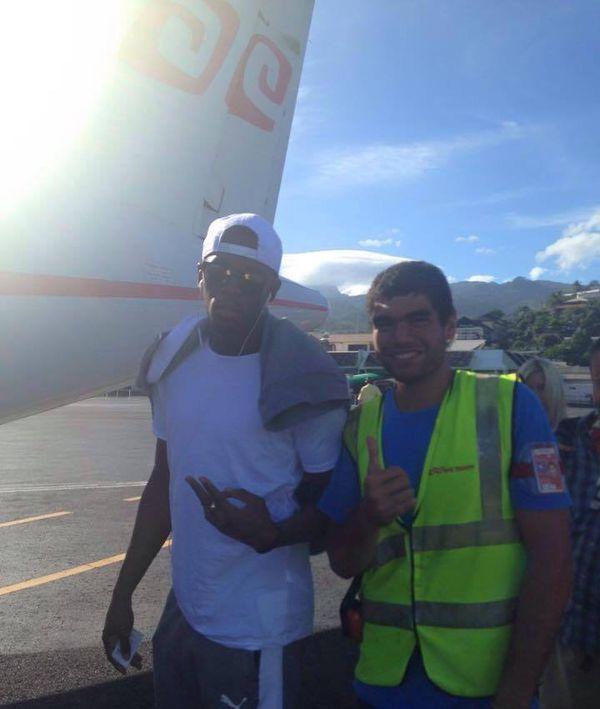 Selfie avec Usain bolt devant l'avion Air Tahiti
