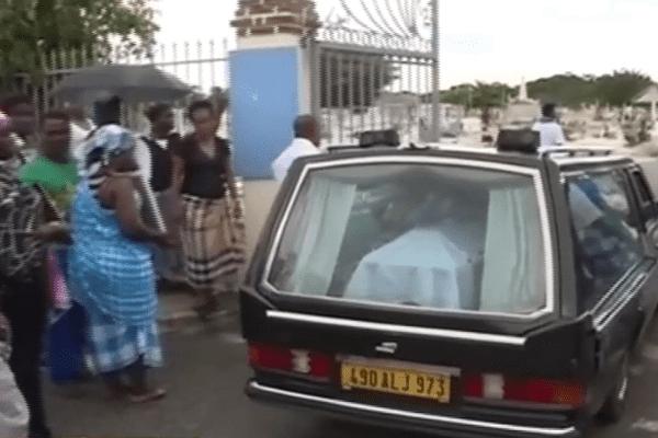 inhumation des cinq victimes d'une même famille de Saint-Laurent