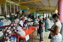 Une distribution de colis alimentaire pour les plus démunis à Saint-Denis