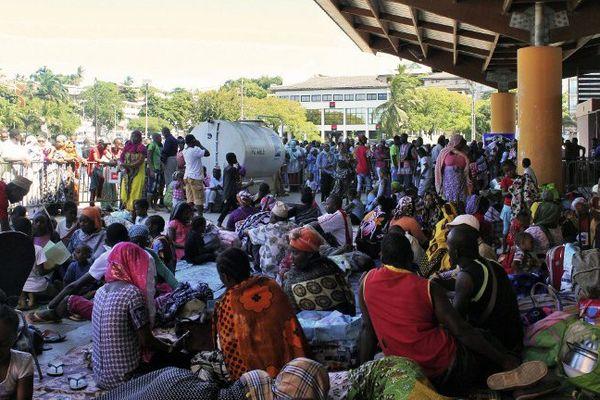 Comoriens expulsés des villages rassemblés Place de la république à Mamoudzou le 16 mai 2016