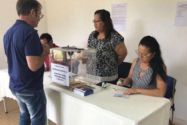 Bureau de vote de Cacao sur la commune de Roura