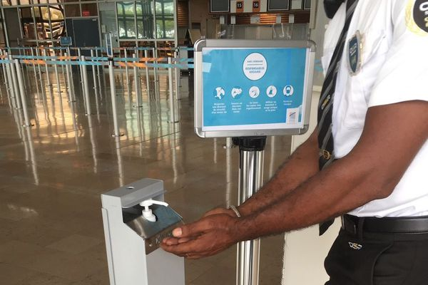 Déconfinement : dispositif sanitaire renforcé à l'aéroport Roland Garros