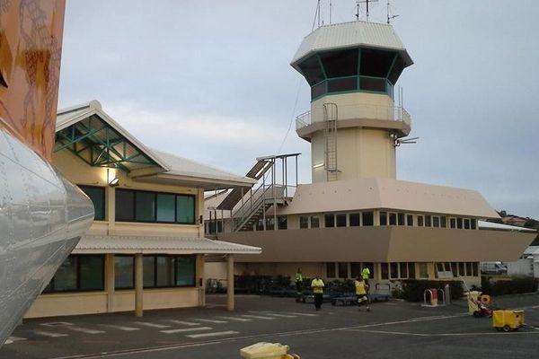 Tour de contrôle Magenta ( contrôleurs aériens)
