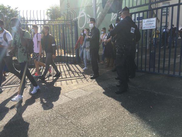 Manif parents 974 devant lycée Leconte de Lisle police