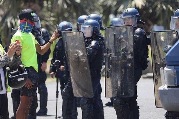 Gendarmes au Port Est