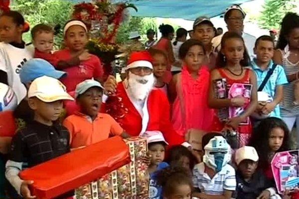 le Père Noël a commencé sa tournée à Mafate