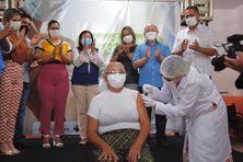La première infirmière vaccinée ce 19 janvier