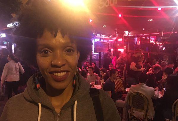 Célia Wa - flûtiste guadeloupéenne devant le Baiser Salé à Paris - 22 septembre 2018