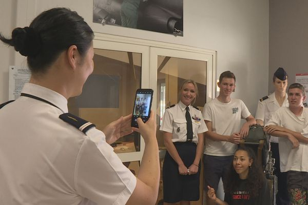 Armée de l'air : trois jeunes calédoniens partent se former en France