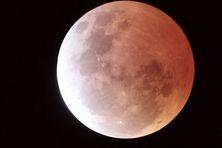 Eclipse de Lune du 4 avril 2015.