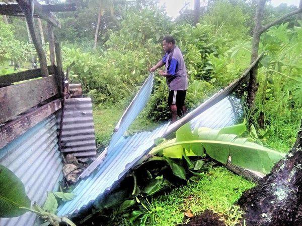 Après le passage du cyclone Hola, parc à cochon abimé à Traput, Lifou (10 mars 2018)