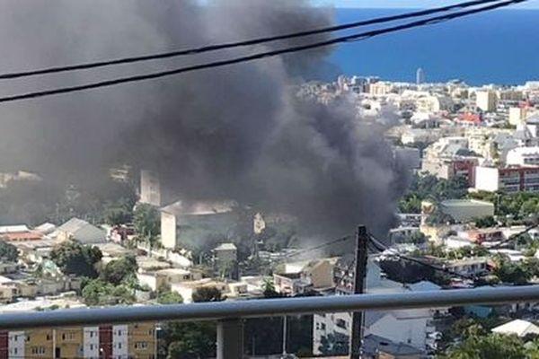 Incendie quartier de La Source à Saint-Denis