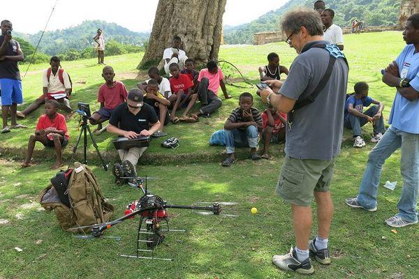 Philippe Barthelemy de la société Iconem devant son drone