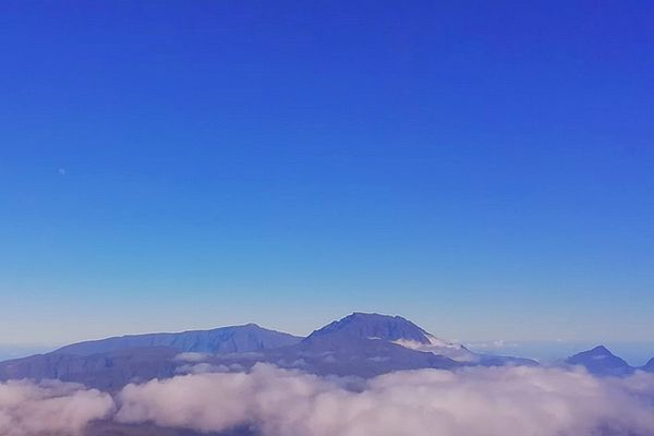 Ciel bleu sur les sommets 30 juin 2021