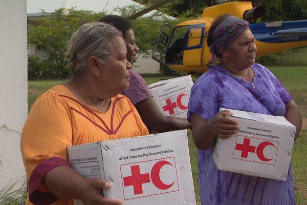 Après Oma, colis de la croix rouge distribués à Belep