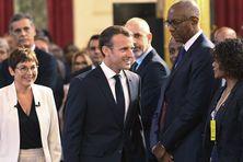 Emmanuel Macron et Annick Girardin lors de la présentation du Livre bleu à l'Elysée, le 28 juin 2018