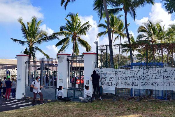 Le débrayage de professeurs pour dénoncer une gestion calamiteuse du lycée Lislet-Geoffroy à Saint-Denis.