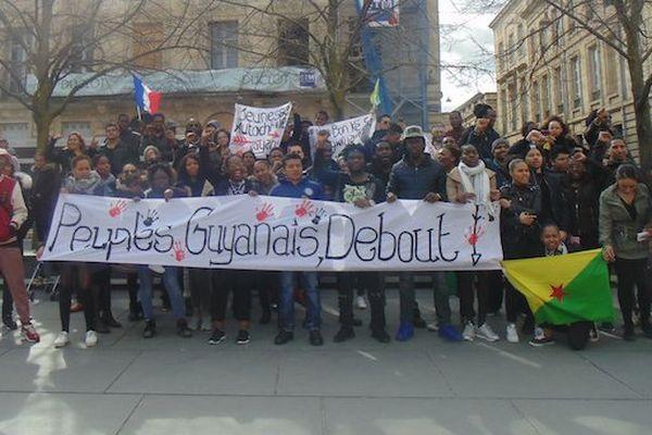 rassemblement solidarité Guyane à Bordeaux