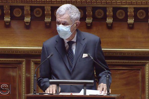 Pierre Frogier au Sénat masqué