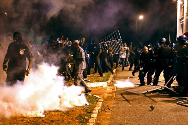 Scène d'affrontement devant la préfecture de Cayennele 26 octobre