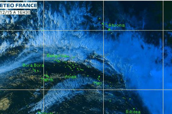Temps perturbé sur les Tuamotu - Image satellite de la Polynésie le 31/12/2015 à 16h30