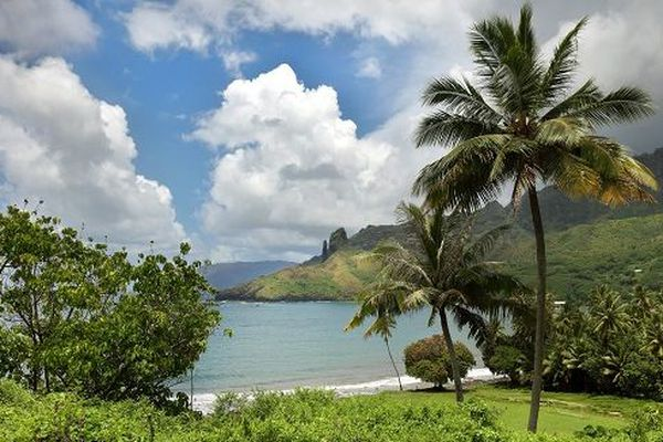 Plage et vallée Puamau sur l'île d'Hiva Oa