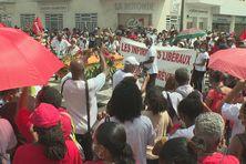 Manifestation de l'intersyndicale du CHUM devant la préfecture.