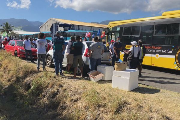 Grève des transporteurs scolaires dans l'ouest