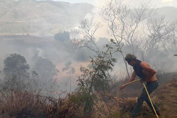Vue du feu de brousse du samedi 9 novembre à Ouégoa.