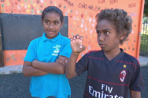 enfant langue des signes