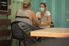 Réouverture des restaurants, avec le port du masque obligatoire pour tous.