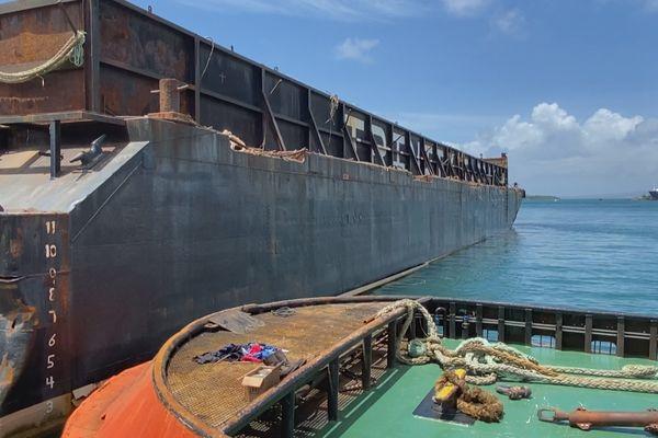 Barge après collision