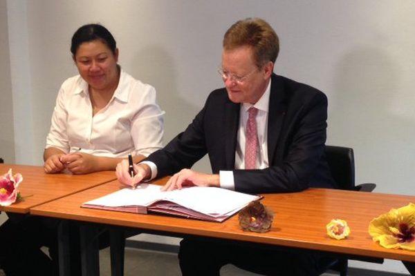 Signature convention de financement ADIE/ETAT