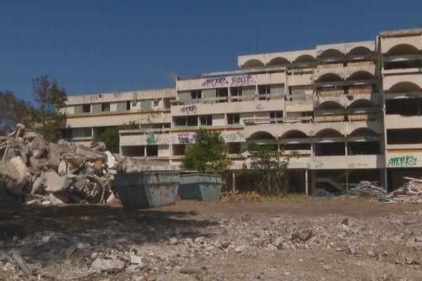 Magenta : travaux de démolition de l'ancienne université